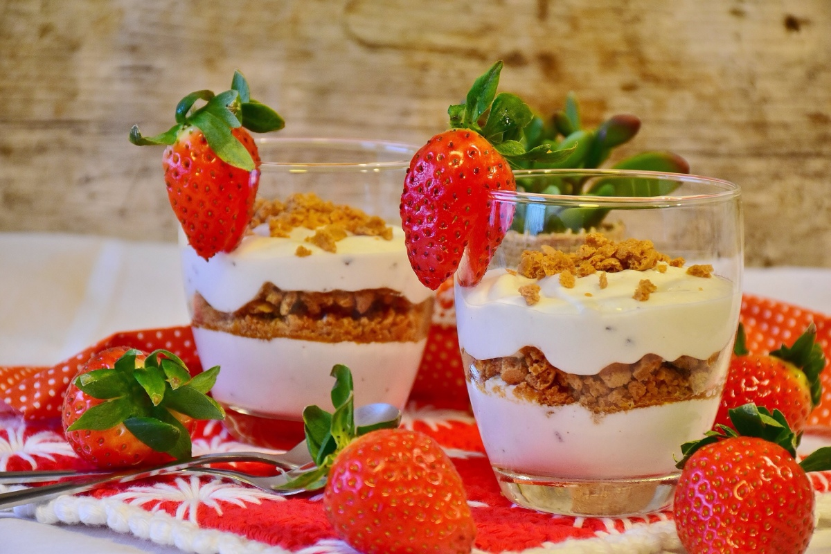 Strawberry Greek Yoghurt and Granola